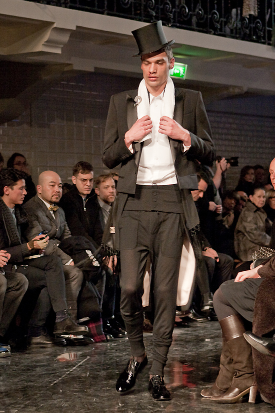 jean-paul-gaultier-paris-men-fw-2010-2011-4
