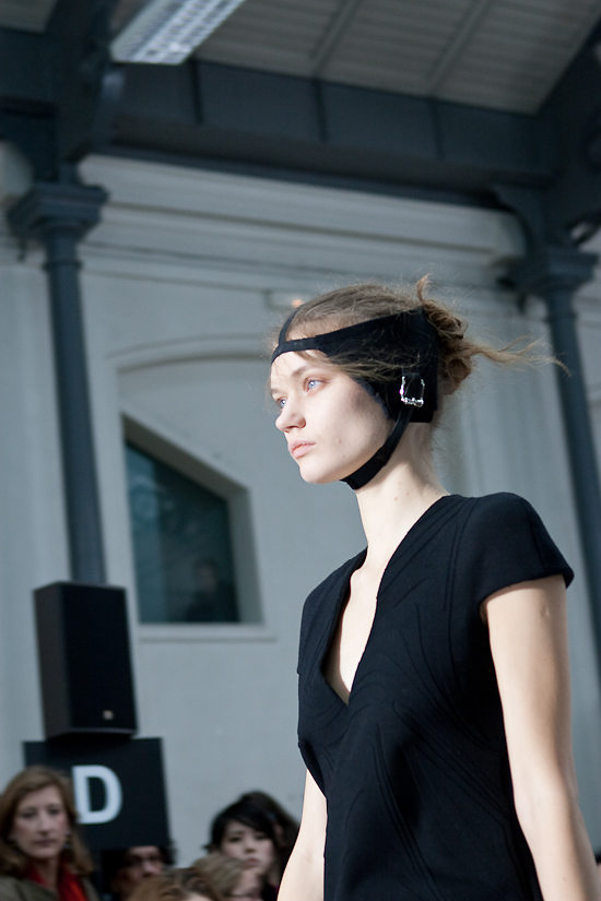 felipe-oliveira-baptista-women-paris-fashion-week-2010-2011-15
