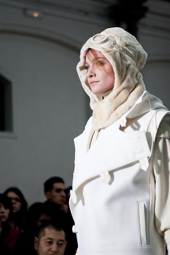 felipe-oliveira-baptista-women-paris-fashion-week-2010-2011-26