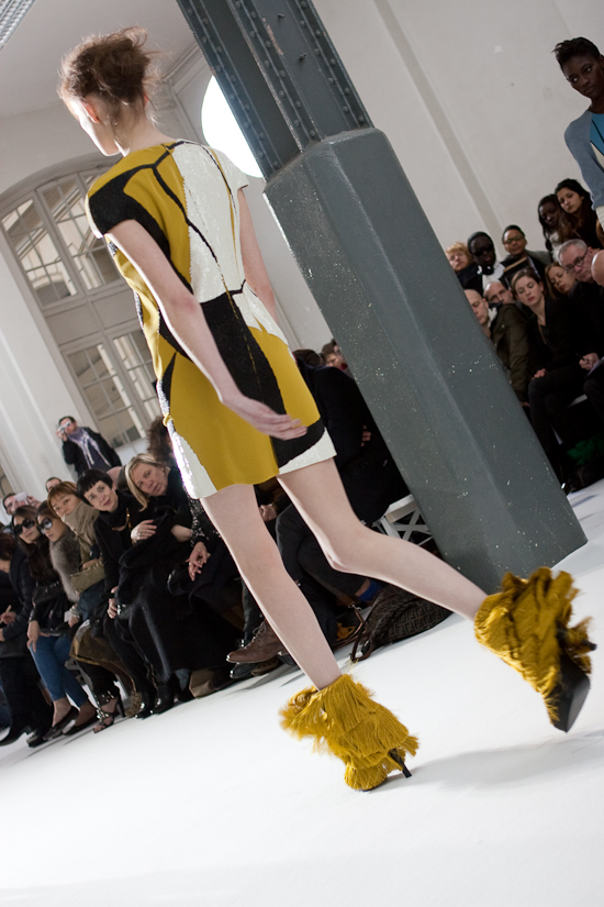 felipe-oliveira-baptista-women-paris-fashion-week-2010-2011-24